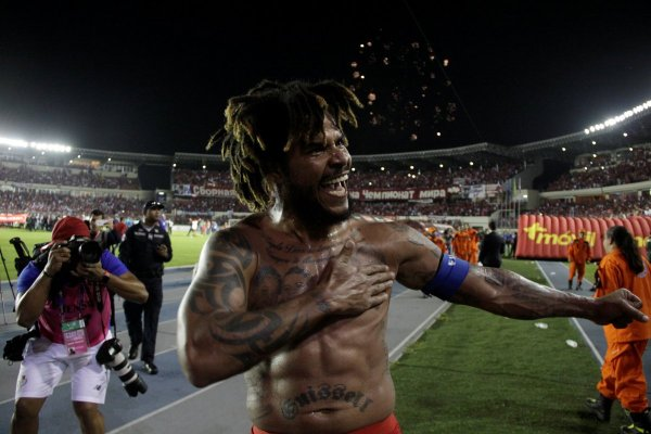 Roman Torres celebration Panama